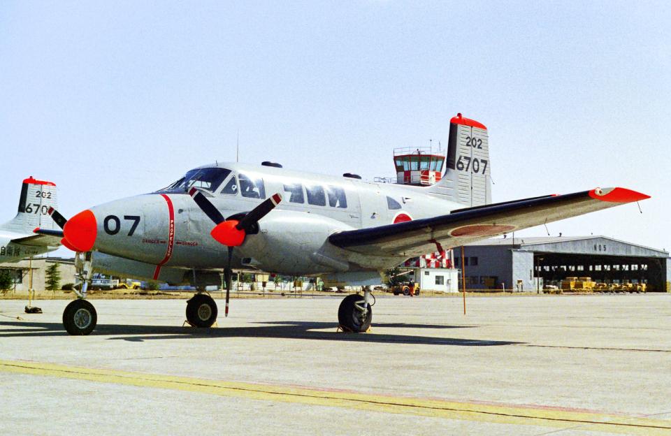 A-330さんの海上自衛隊 Beechcraft Queen Air (6707) 航空フォト