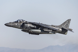 Flankerさんが、エルセントロ海軍航空基地で撮影したアメリカ海兵隊 AV-8B Harrier II+の航空フォト(飛行機 写真・画像)