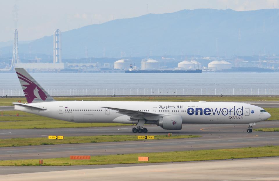 tamtam3839さんのカタール航空 Boeing 777-300 (A7-BAB) 航空フォト