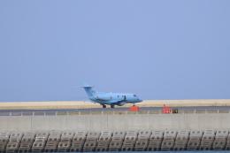 さんたまるたさんが、那覇空港で撮影した航空自衛隊 U-125A(Hawker 800)の航空フォト(飛行機 写真・画像)