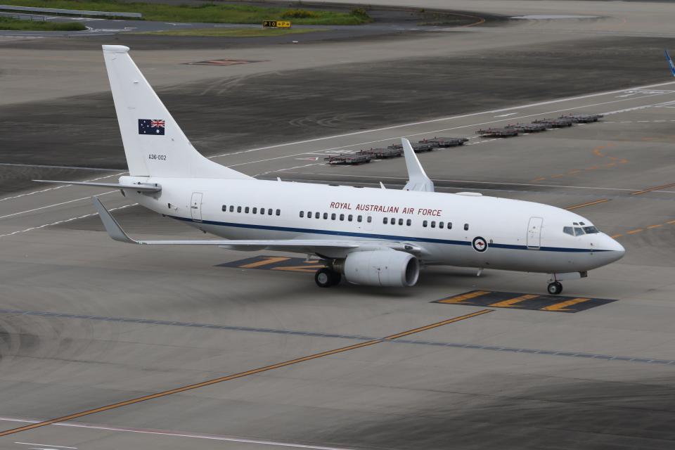 サリーちゃんのパパさんのオーストラリア空軍 Boeing 737-700 (A36-002) 航空フォト