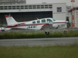 ヒコーキグモさんが、八尾空港で撮影した日本法人所有 A36 Bonanza 36の航空フォト(飛行機 写真・画像)