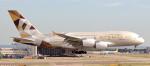 誘喜さんが、ロンドン・ヒースロー空港で撮影したエティハド航空 A380-861の航空フォト(飛行機 写真・画像)