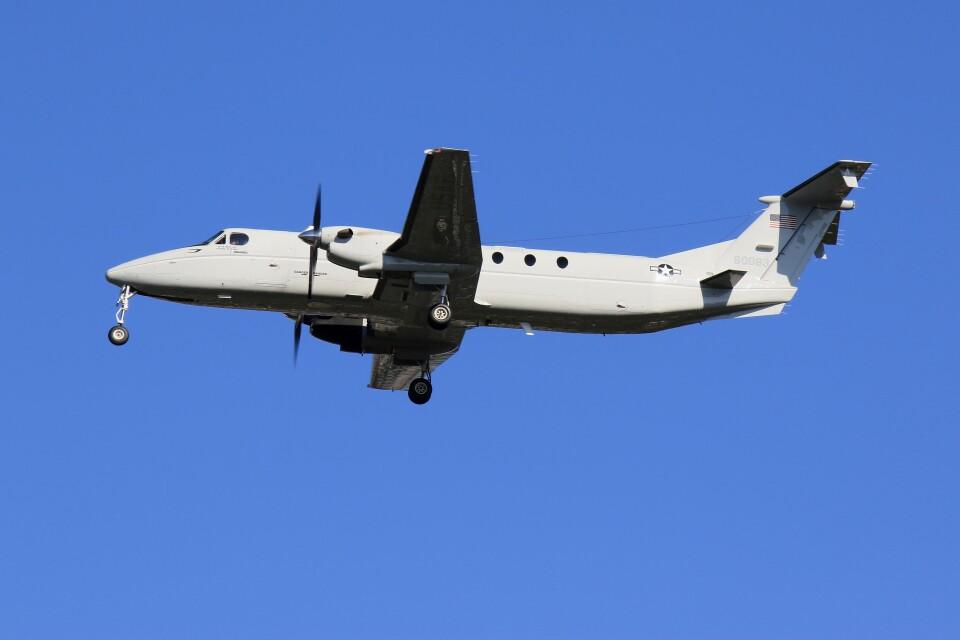 メンチカツさんのアメリカ空軍 Beechcraft 1900 (86-0083) 航空フォト