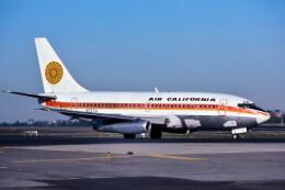 パール大山さんが、ロサンゼルス国際空港で撮影したエアカル 737-222の航空フォト(飛行機 写真・画像)