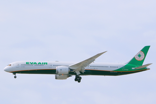 臨時特急7032Mさんが、福岡空港で撮影したエバー航空 787-10の航空フォト(飛行機 写真・画像)