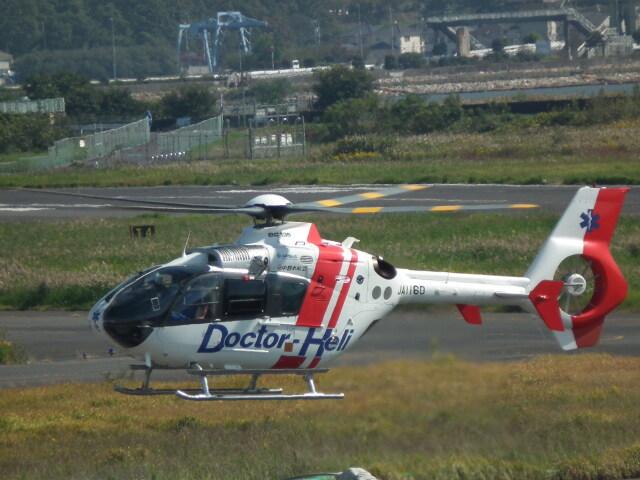 ヒコーキグモさんが、岡南飛行場で撮影した中日本航空 EC135P2の航空フォト(飛行機 写真・画像)