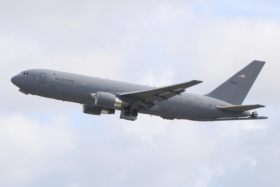 キイロイトリさんのアメリカ空軍 Boeing 767-200 (17-46027) 航空フォト