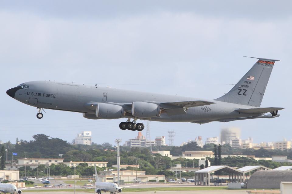 キイロイトリさんのアメリカ空軍 Boeing C-135 Stratolifter (59-1520) 航空フォト