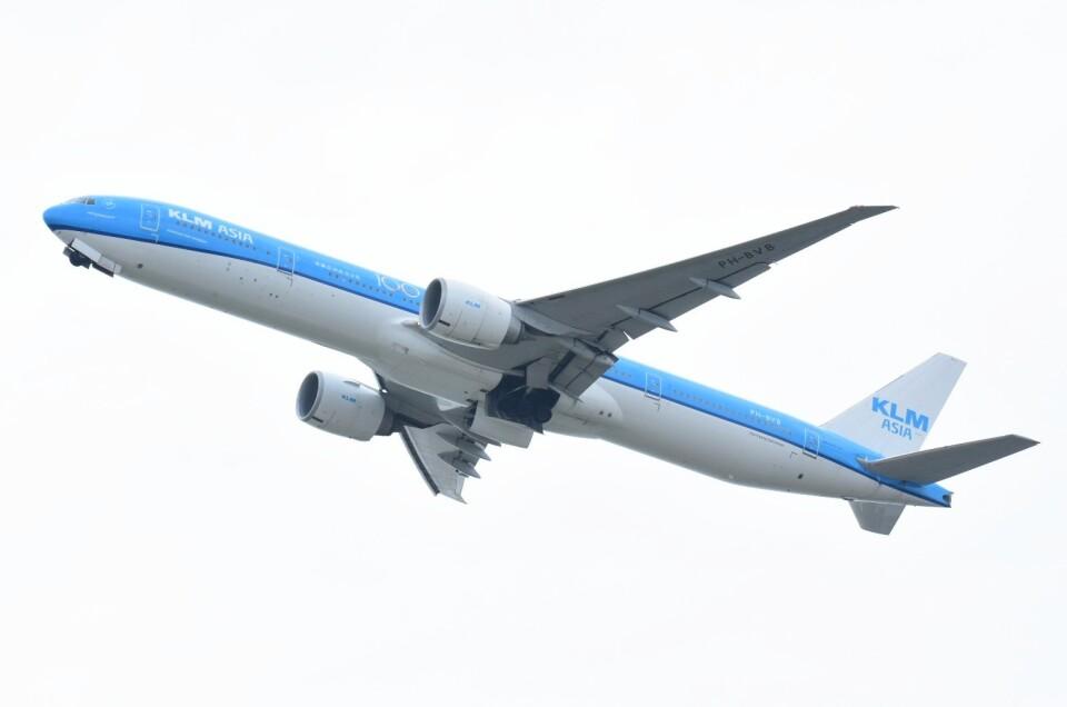M.TさんのKLMオランダ航空 Boeing 777-300 (PH-BVB) 航空フォト