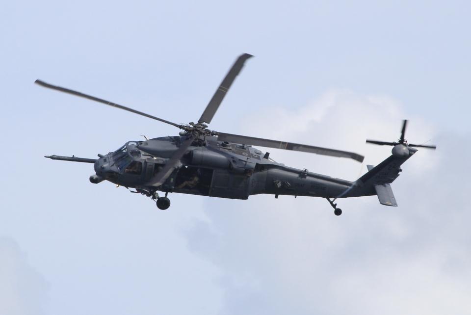 キイロイトリさんのアメリカ空軍 Sikorsky S-70 (H-60 Black Hawk/Seahawk) (89-26210) 航空フォト