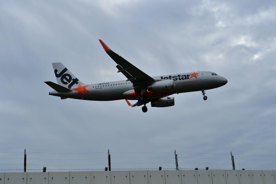 yotaさんのジェットスター・ジャパン Airbus A320 (JA17JJ) 航空フォト