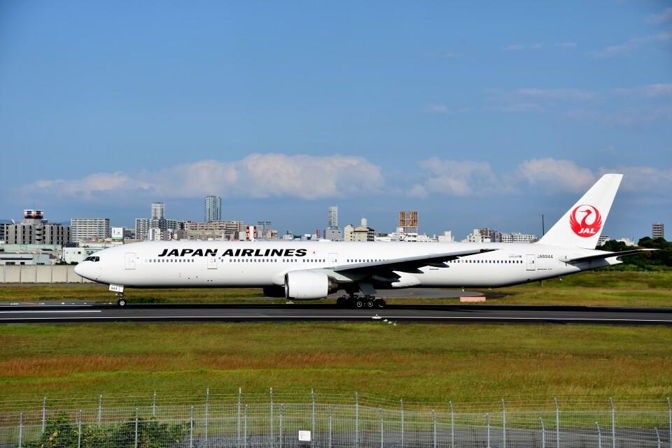 T.Sazenさんの日本航空 Boeing 777-300 (JA8944) 航空フォト