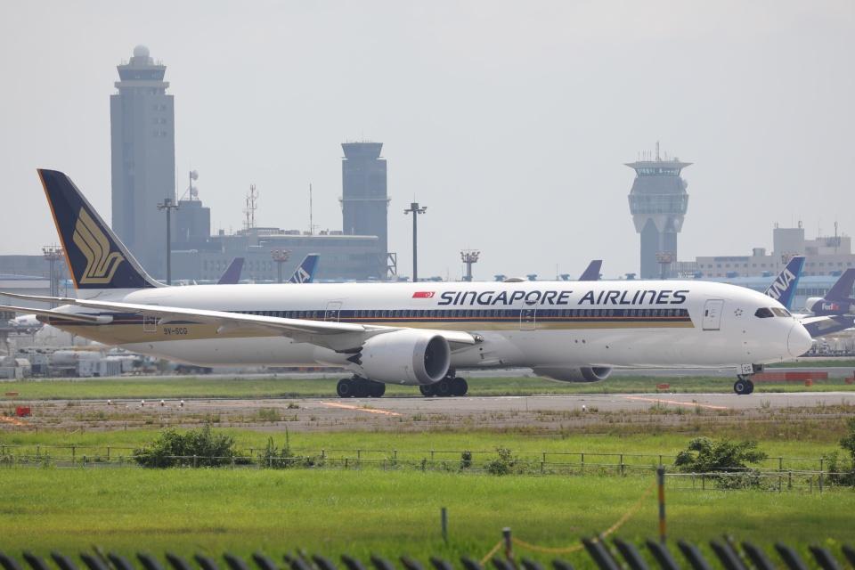 OS52さんのシンガポール航空 Boeing 787-10 (9V-SCG) 航空フォト