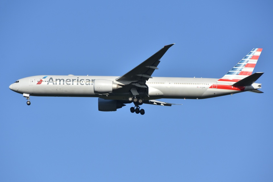 Izumixさんのアメリカン航空 Boeing 777-300 (N720AN) 航空フォト