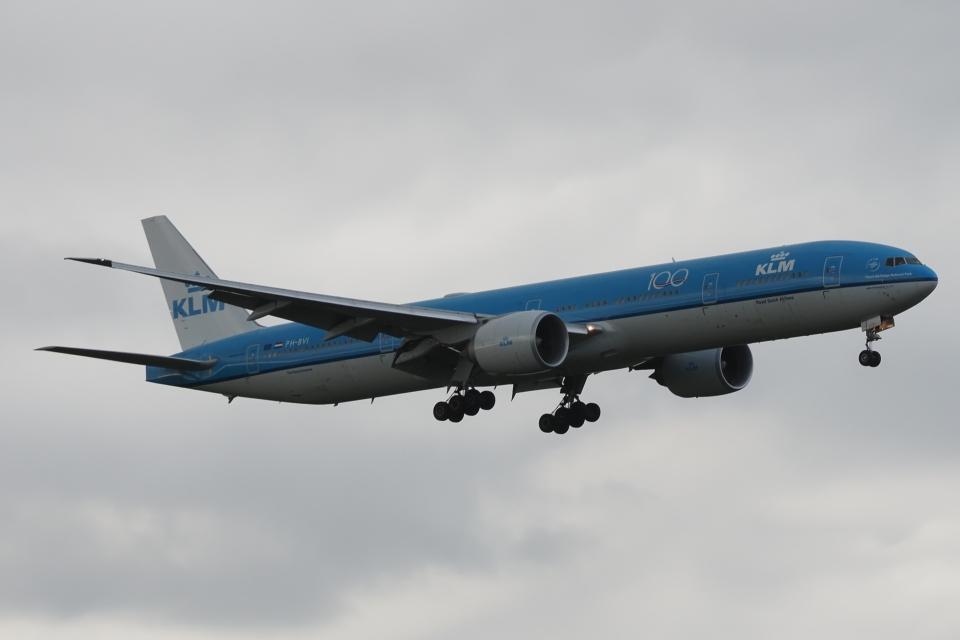 木人さんのKLMオランダ航空 Boeing 777-300 (PH-BVI) 航空フォト