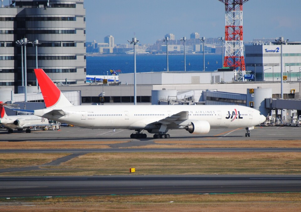 LEGACY-747さんの日本航空 Boeing 777-300 (JA8942) 航空フォト