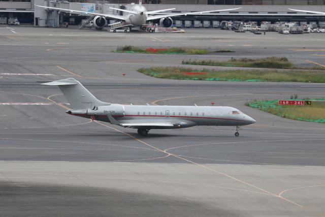 サリーちゃんのパパさんが、羽田空港で撮影したビスタジェット BD-700-1A10 Global 6000の航空フォト(飛行機 写真・画像)