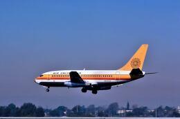 パール大山さんが、ロサンゼルス国際空港で撮影したエアカル 737-293の航空フォト(飛行機 写真・画像)