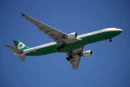 MOHICANさんが、福岡空港で撮影したエバー航空 A330-302の航空フォト(飛行機 写真・画像)