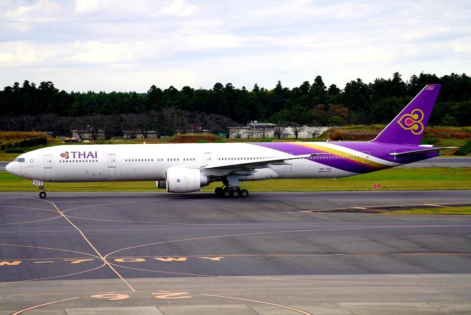 SFJ_capさんのタイ国際航空 Boeing 777-300 (HS-TKZ) 航空フォト