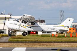 A.Tさんが、八尾空港で撮影した学校法人ヒラタ学園 航空事業本部 172S Skyhawk SPの航空フォト(飛行機 写真・画像)