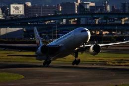 M.airphotoさんが、福岡空港で撮影した日本航空 777-246の航空フォト(飛行機 写真・画像)