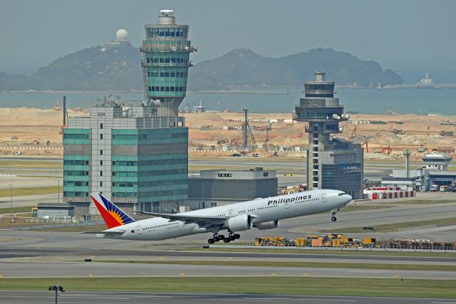 Souma2005さんが、香港国際空港で撮影したフィリピン航空 777-3F6/ERの航空フォト(飛行機 写真・画像)