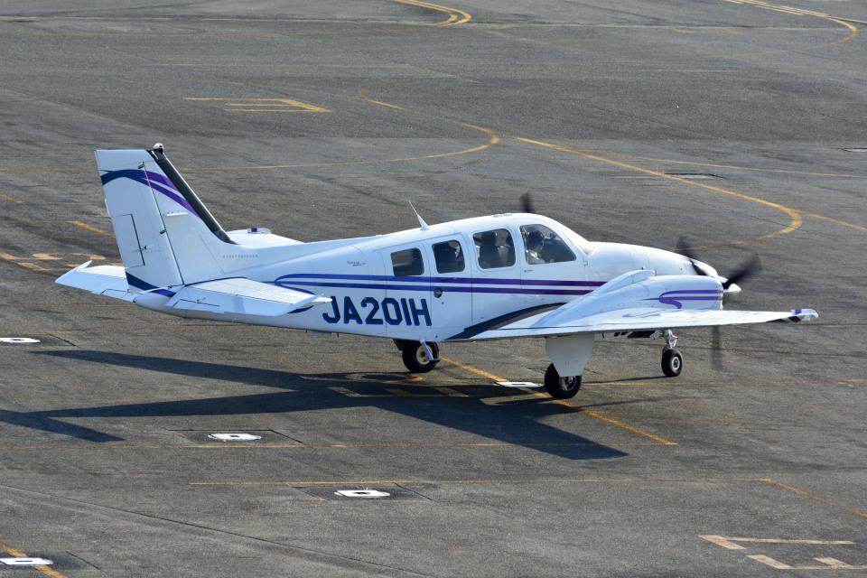 Gambardierさんの学校法人ヒラタ学園 航空事業本部 Beechcraft Baron G58 (JA201H) 航空フォト