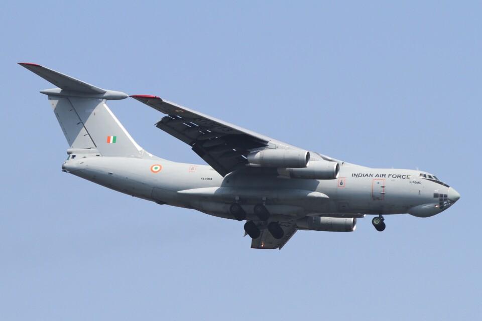 BTYUTAさんのインド空軍 Ilyushin Il-76/78/82 (KI3013) 航空フォト