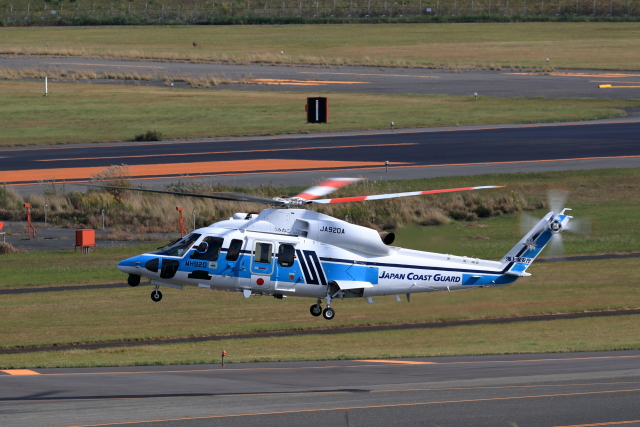 TAKAHIDEさんが、新潟空港で撮影した海上保安庁 S-76Dの航空フォト(飛行機 写真・画像)