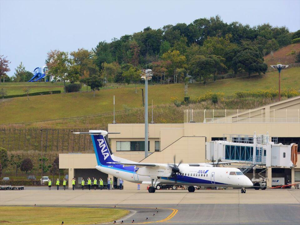 ナナオさんのANAウイングス Bombardier DHC-8-400 (JA851A) 航空フォト