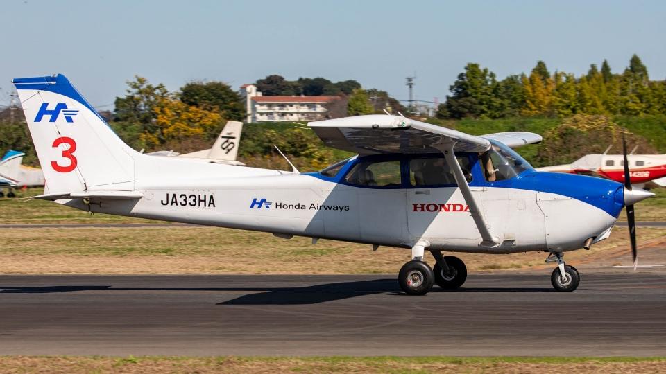T spotterさんの本田航空 Cessna 172 (JA33HA) 航空フォト