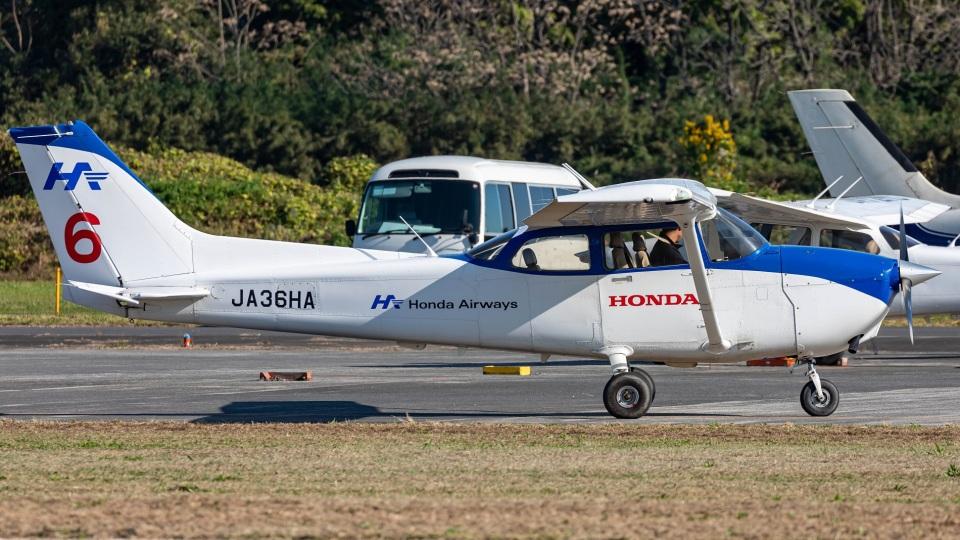T spotterさんの本田航空 Cessna 172 (JA36HA) 航空フォト