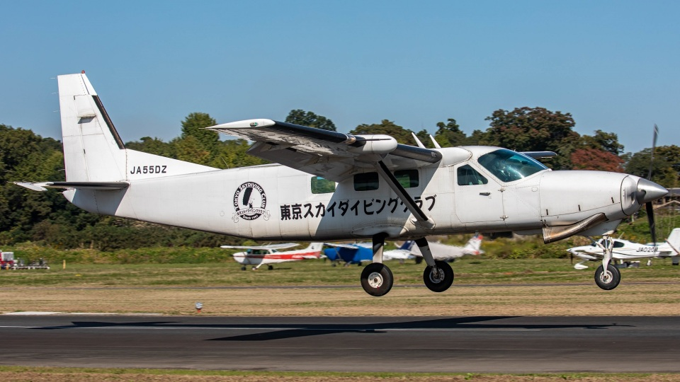 T spotterさんのエビエーションサービス Cessna 208 (JA55DZ) 航空フォト