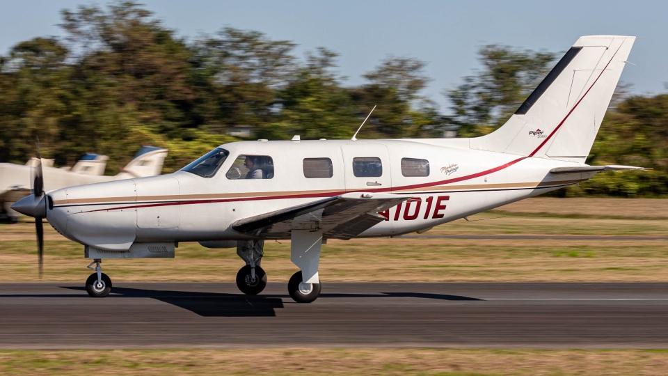 T spotterさんの日本法人所有 Piper PA-46 Malibu (JA101E) 航空フォト