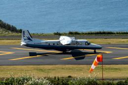 はやたいさんが、神津島空港で撮影した新中央航空 228-212の航空フォト(飛行機 写真・画像)