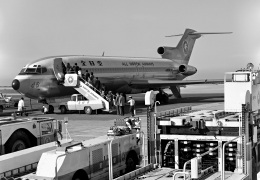 Y.Todaさんが、那覇空港で撮影した全日空 727-281/Advの航空フォト(飛行機 写真・画像)