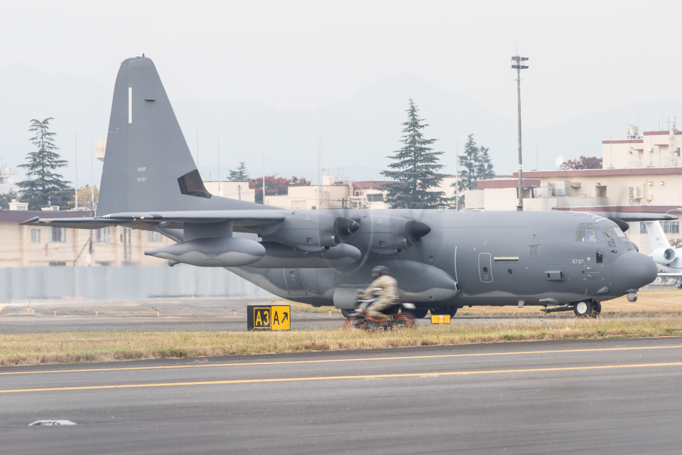 KANTO61さんのアメリカ空軍 Lockheed Martin C-130 Hercules (11-5737) 航空フォト