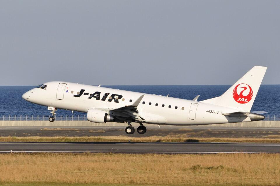 ワイエスさんのジェイエア Embraer 170 (JA228J) 航空フォト