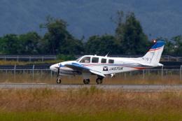 simokさんが、長崎空港で撮影した崇城大学 G58 Baronの航空フォト(飛行機 写真・画像)
