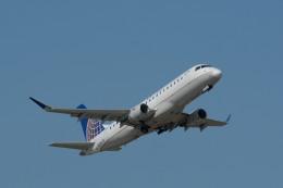 小弦さんが、ジョージ・ブッシュ・インターコンチネンタル空港で撮影したユナイテッド・エクスプレス ERJ-170-200 LR (ERJ-175LR)の航空フォト(飛行機 写真・画像)