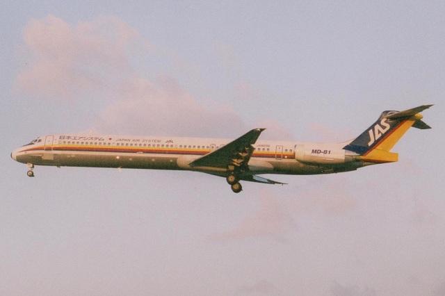 MOR1(新アカウント)さんが、福岡空港で撮影した日本エアシステム MD-81 (DC-9-81)の航空フォト(飛行機 写真・画像)