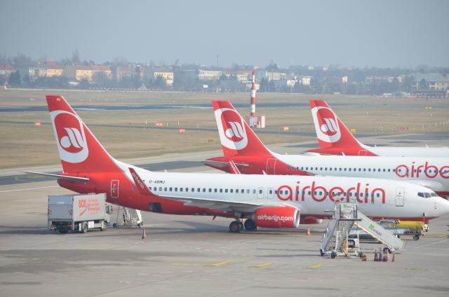 brasovさんが、ベルリン・テーゲル空港で撮影したエア・ベルリン 737-86Jの航空フォト(飛行機 写真・画像)