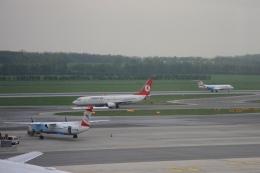 Hiro-hiroさんが、ウィーン国際空港で撮影したターキッシュ・エアラインズ 737-8F2の航空フォト(飛行機 写真・画像)