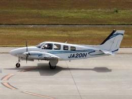 FT51ANさんが、神戸空港で撮影した学校法人ヒラタ学園 航空事業本部 Baron G58の航空フォト(飛行機 写真・画像)