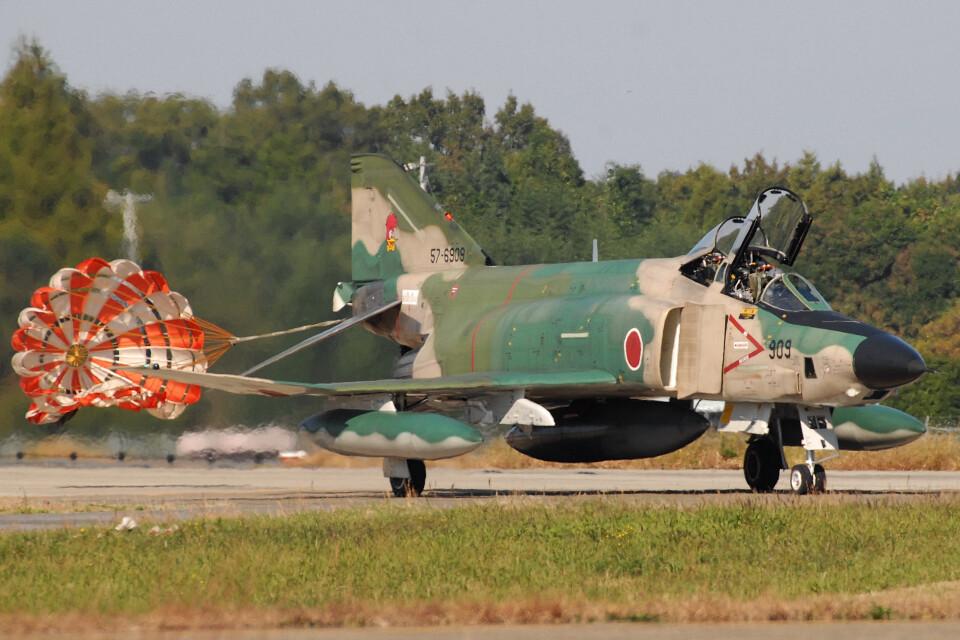 banshee02さんの航空自衛隊 McDonnell Douglas RF-4E Phantom II (57-6909) 航空フォト
