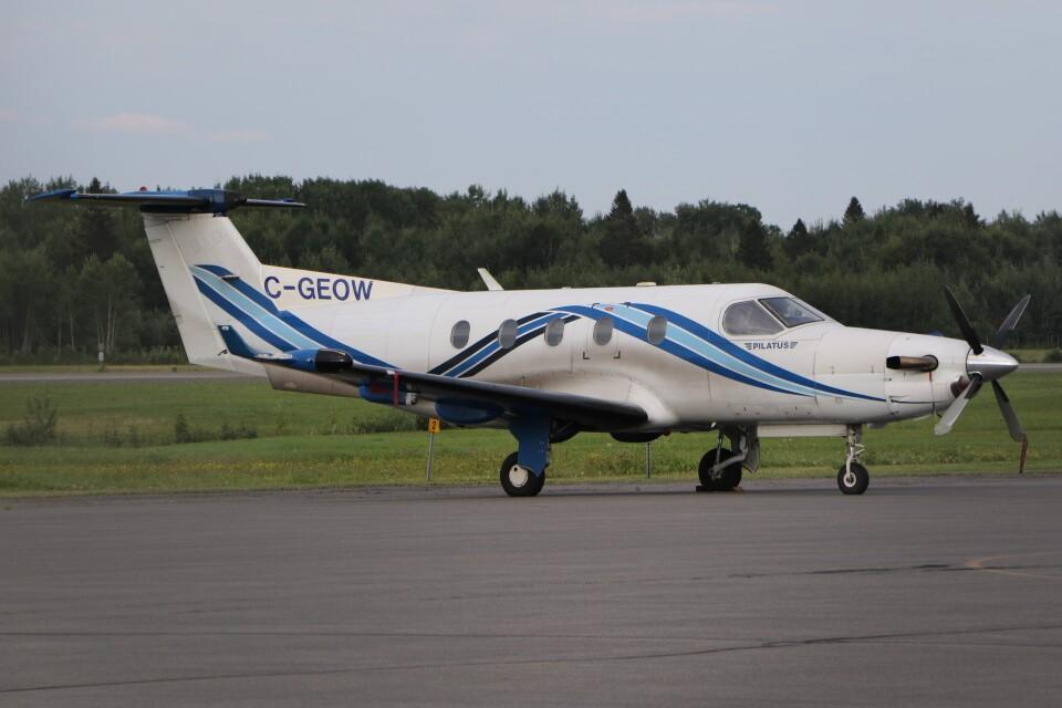 JETBIRDさんのNakina Air Service Pilatus PC-12 (C-GEOW) 航空フォト