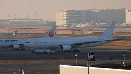 ふるちゃんさんが、羽田空港で撮影した日本航空 777-289の航空フォト(飛行機 写真・画像)