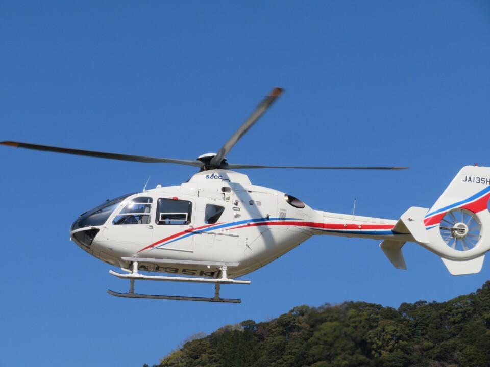 ランチパッドさんの静岡エアコミュータ Eurocopter EC135/635 (JA135H) 航空フォト